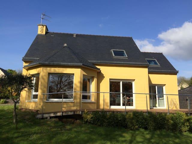 Maison colorée et accueillante - Landerneau - Casa