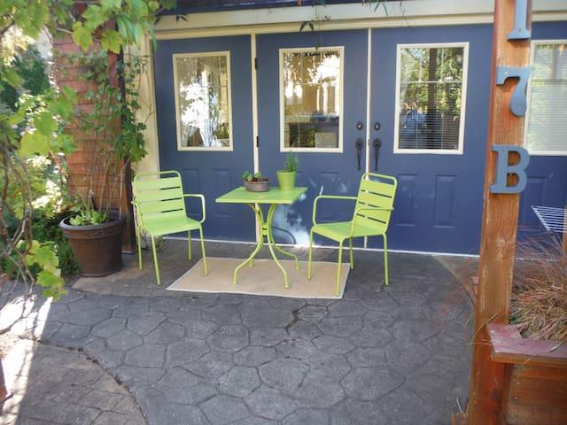 Self-catering private cottage - Victoria - Blockhütte