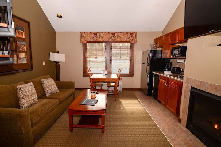 A314- Studio & Loft suite w/ standard view, includes free WiFi & fireplace!