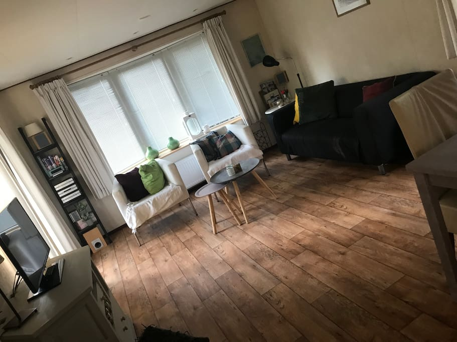 Cute, full with space and light living room.
