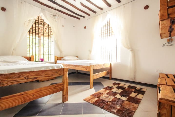 Private Twin Room in beautiful Villa with Pool