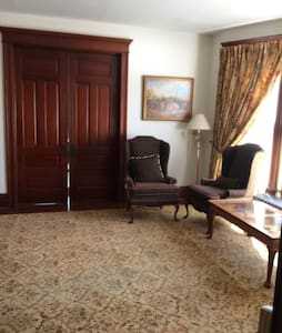 Private 1st Floor in Historic House - Elburn - House