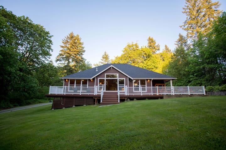 Hazelside-Secluded 3 Acre Gem Near Puget Sound