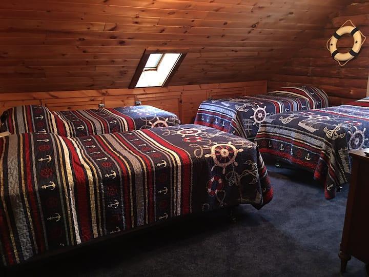Mariner Room for 4 /Lure Inn @ Hidden Acres Lodge