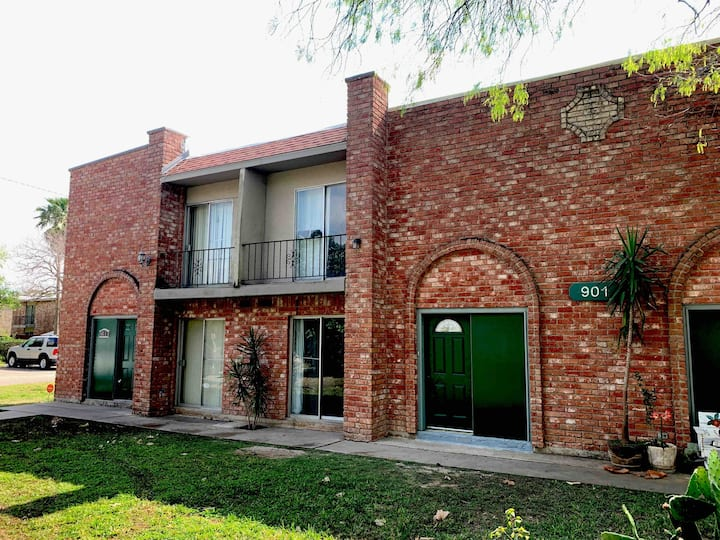 Beautiful Spacious Townhouse /Excellent Location