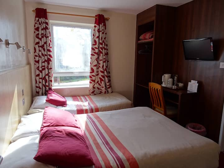 Gatwick White House Hotel Triple Room