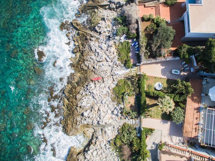 Esclusiva villa con accesso diretto mare