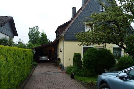 Zimmer mit eigenem Bad im Einfamilienhaus - Kreuztal - Haus