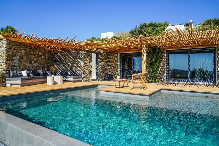Ikies of Mykonos - Suite with sharing pool