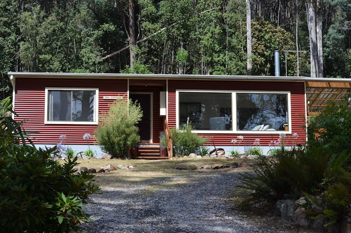 The Peak Forest Retreat - The Cottage