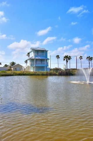 2BR/2BA Beautiful House with Ocean Views