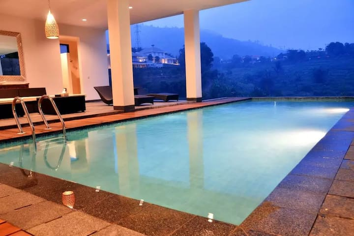 4 BR Villa Dago Pakar 49 + Private Swimming Pool
