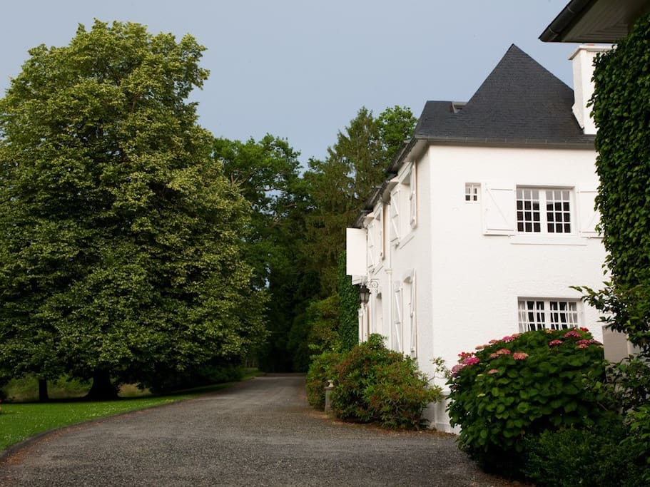 The Manor House Apartment is located within the Manor House with its own entrance
