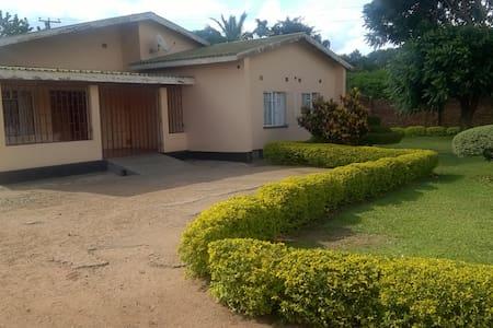 Joe's Executive lodge in Lilongwe - Bed & Breakfast