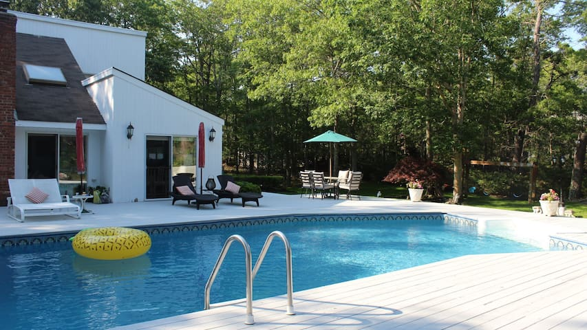 New Listing: Immaculate Family-Friendly Home, Tennis & Boce Court, Playground & Pool bar