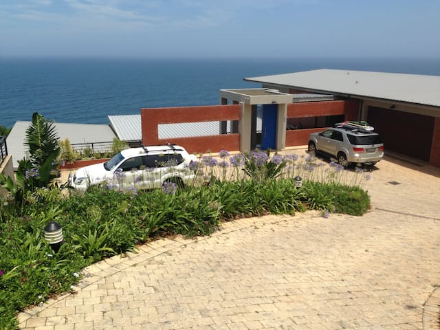 Upmarket Ballito House with Stunning Sea Views - Dolphin Coast - Casa