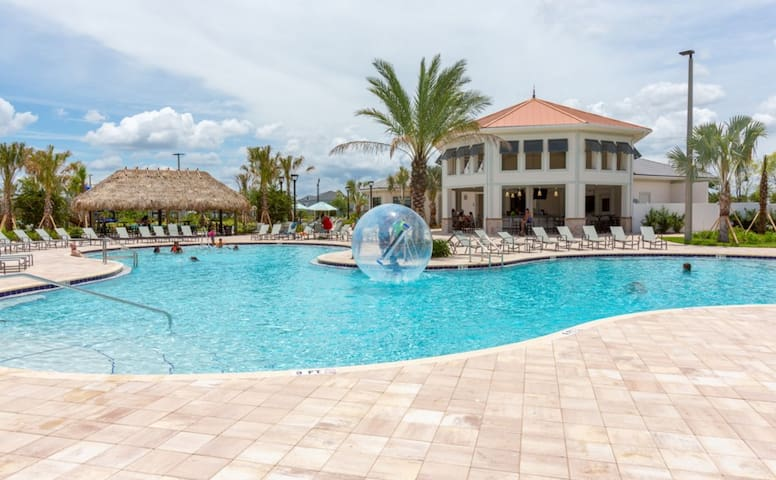 Mickey's Royal Escape 5 Bed Townhome with Private Pool