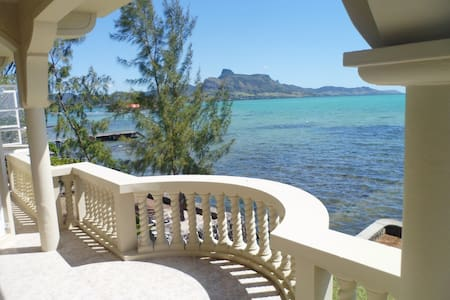 Seafront House - Superb location - Mahebourg - House