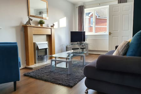Whiteoak House – 2 double bedrooms, up to 6 guests