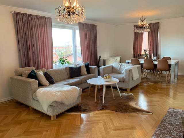 Two rooms in grand villa with great location!