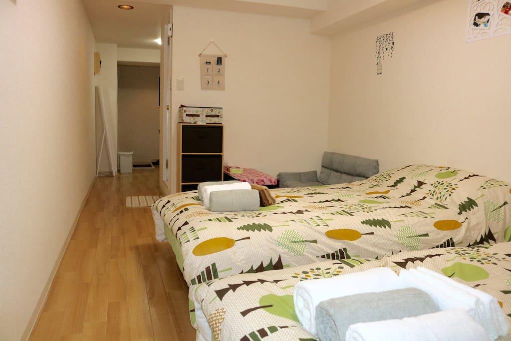 房间28方,两张1.2米宽双人床