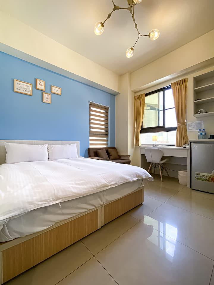 「小清新」一中街首選 · 洗衣機獨立衛浴 · 沙發 · 整潔滿分!