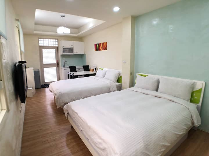 Taichung Fengjia--Starfish Quadruple room