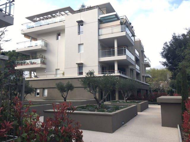 Grand 2 pièces à 15min de Cannes avec piscine - Le Cannet - Kondominium
