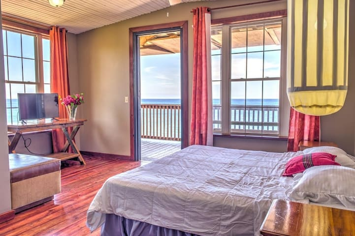 Ocean Front King Room Lands End West End Roatan