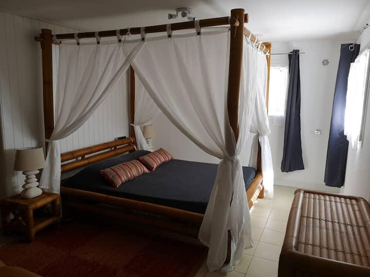 Chambre climatisée avec lit baldaquin 160 (B1)