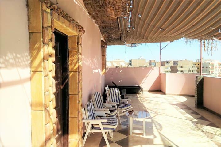 Roof Apartment Mariam