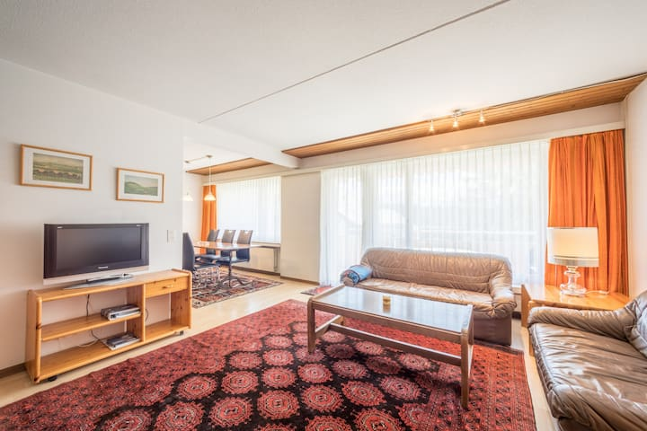 Cozy 3 BR apartment right next to the valley station in Laax (Signina 3-28)