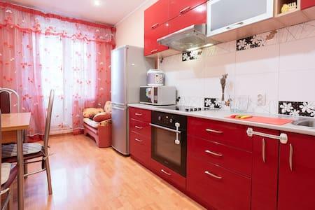 Комфортная квартира у метро! - Санкт-Петербург - Apartment