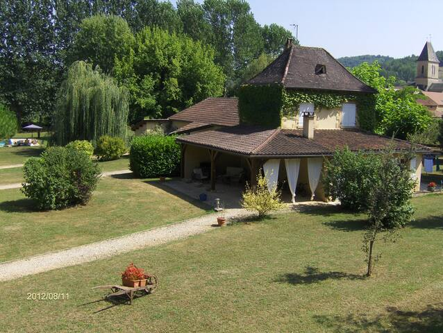 6 pers nearby Sarlat swimming pool 14/7 & Jacuzzi