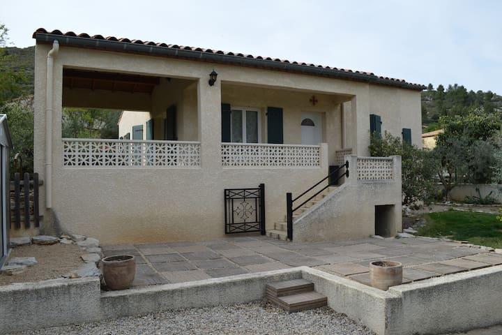 Villa de plain pied avec 3 chambres - Saint-Jean-de-Fos - Hus