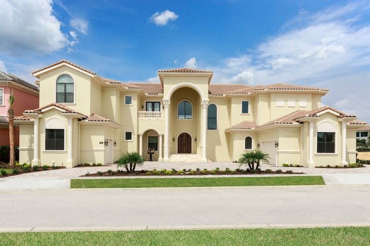 Amazing 12 Bedroom Home In Reunion Resort Florida Houses For Rent In Kissimmee Florida United States