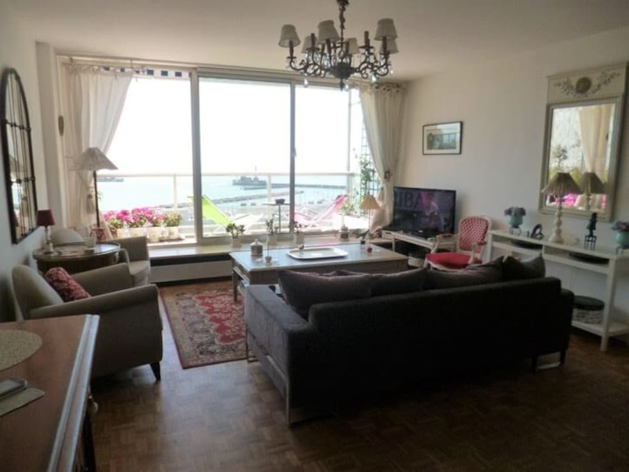 beau f2 terrasse pleine vue mer appartements louer le havre normandie france. Black Bedroom Furniture Sets. Home Design Ideas