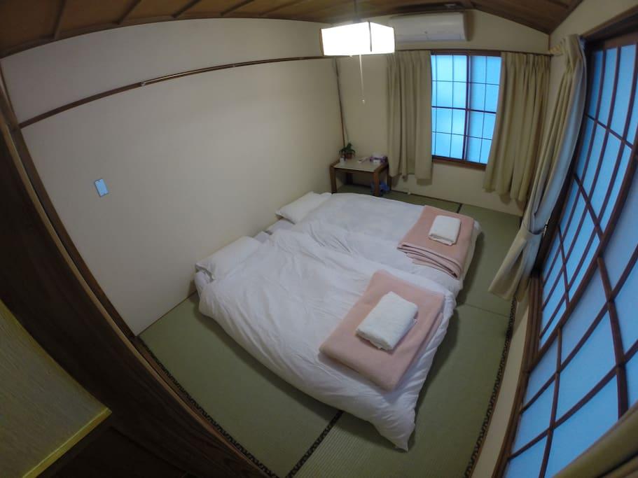 Double/twin small room setup