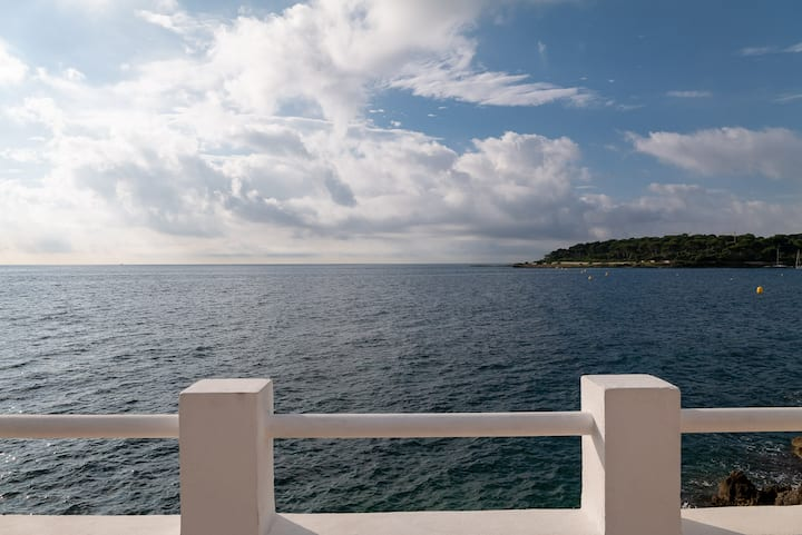 BNB RENTING Cap d'Antibes seafront, direct access to the sea