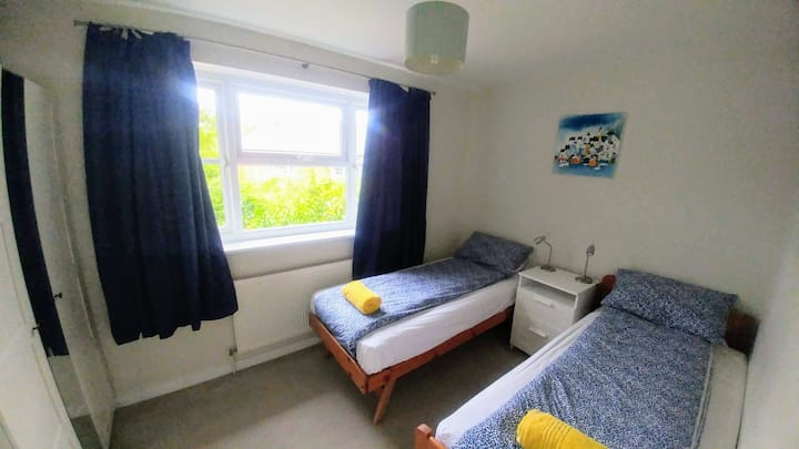 Quiet double room in RoyalVictoria Country Park