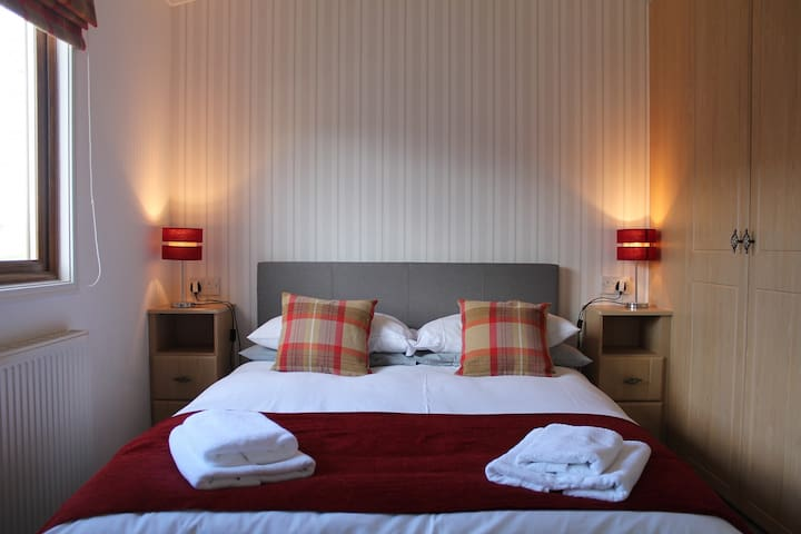 Luxury 3 bedroom lodge with free in lodge wifi