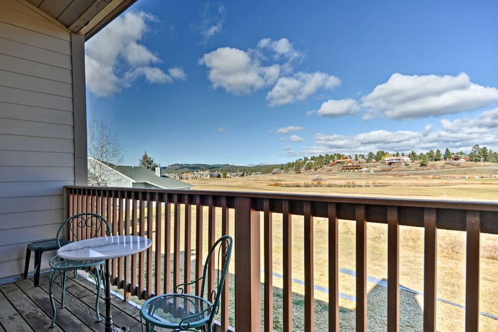 Sit out on the balcony to take in the views of the San Juan mountain range!
