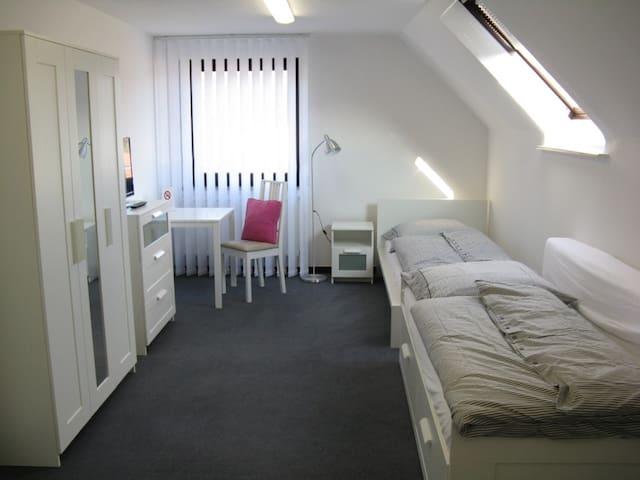 Tageslicht durchflutetes Gästezimmer m. Bad - Burscheid - Rumah