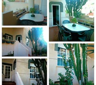 Apartamento  acceso directo playa - Almería