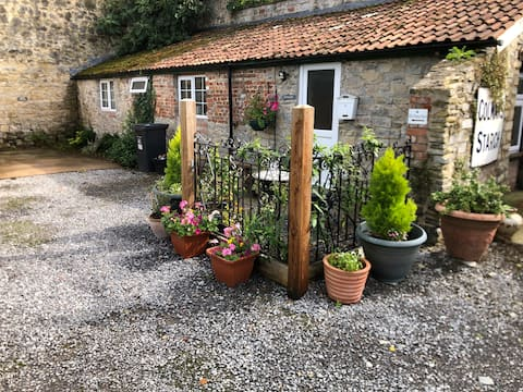 The Potting Shed - cosy country cottage