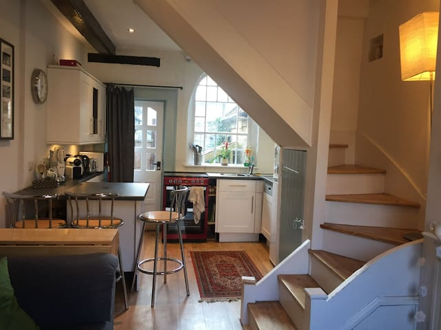 Cosy terraced cottage, Westerham - Westerham - Hus