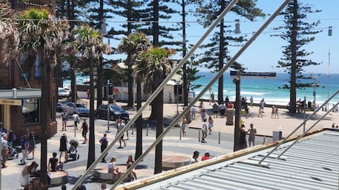 Private room with <1 min walk to Manly beach!