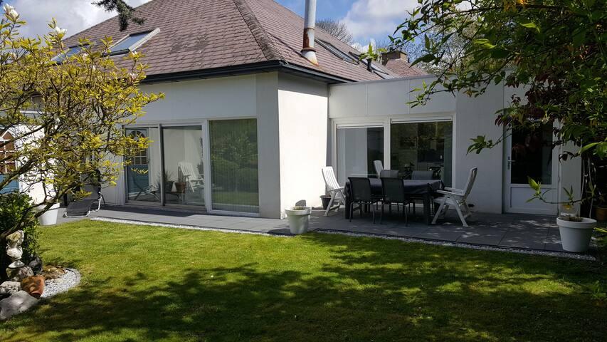 Heerlijk vrij huis met royale tuin - Vlissingen - Hus