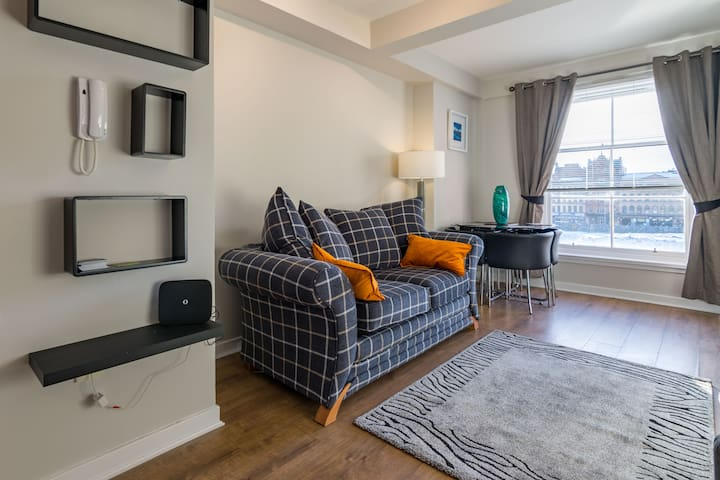 Glasgow, Merchant City Apartment