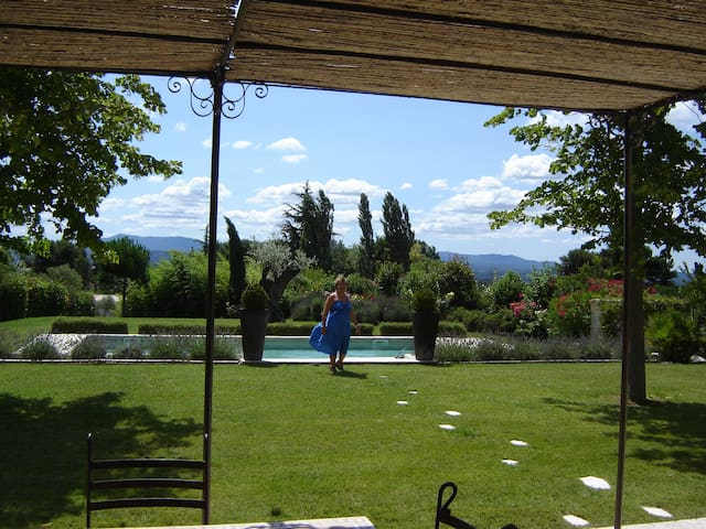 Aix maisont2 piscine jardin golf houses for rent in for Club piscine pool heater